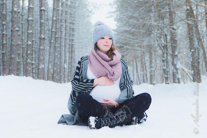 Séance Maternité en extérieur dans la neige